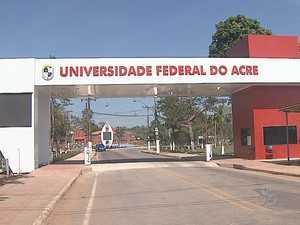Técnico-administrativos estão em greve desde o dia 28 de maio (Foto: Reprodução/TV Acre)