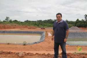 Empresário e engenheiro de alimentos Paulo Santoyo, mostra o local de tratamento e aproveitamento da água.