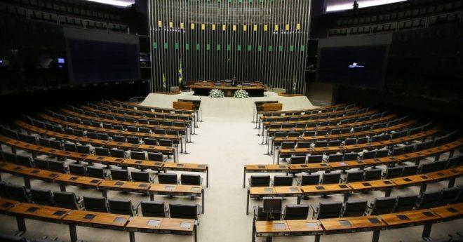 1fev2015---plenario-da-camara-dos-deputados-em-brasilia-e-preparado-para-a-cerimonia-de-posse-dos-candidatos-eleitos-neste-domingo-1-1422791557898_956x500