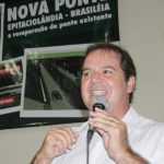 Em março de 2014, Sebastião Viana prometeu a nova ponte e melhorar a antiga - Foto: Arquivo
