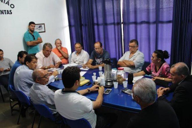 Lideranças da oposição se reúnem no PMDB