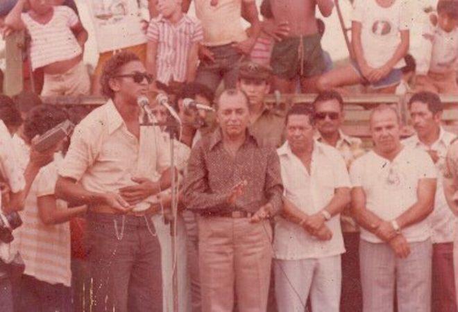 Durante ato político em Brasiléia, com a presença do ex-governador Joaquim Macedo e do ex-deputado Ermelindo Brasileiro e covidados - Foto: Arquivo familiar