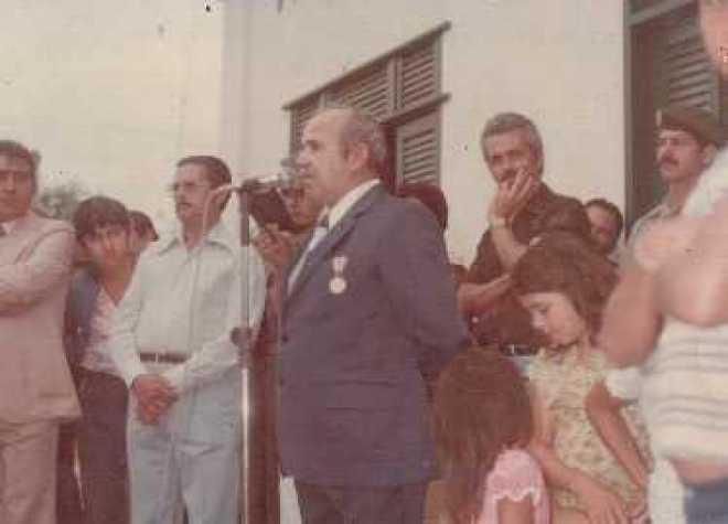 Laudemiro Carlos Barros, enquanto prefeito de Brasiléia, durante solenidade cívica - Foto/arquivo familiar