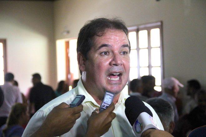 Sebastião Viana (PT), governador do Acre não quer as responsabilidades, mas colhe os frutos, mesmo que não sejam seus - Foto: Alexandre Lima/Arquivo