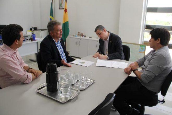 No Ministério Público Federal, o senador Petecão foi recebido pelo procurador-chefe, Vitor Hugo Caldeira