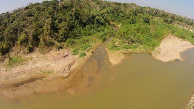 Igarapé Bahia desaguando no Ri Acre está com pouca água - Foto: Alexandre Lima