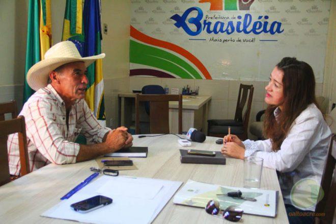 Prefeito em exercício, Jorge da Fazenda recebeu a deputada do PT, Leila Galvão - Foto: Alexandre Lima
