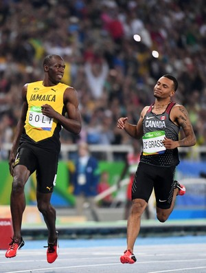 Bolt na chegada da semifinal dos 100m (Foto: ANDRÉ DURÃO/Globoesporte.com/NOPP)