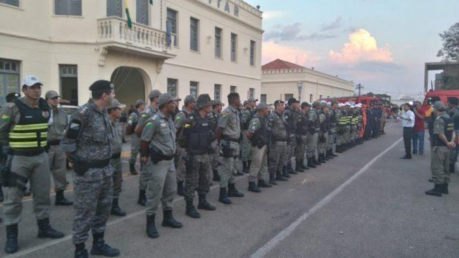 Força tarefa reunida em frente ao quartel da Polícia Militar /Foto: ContilNet