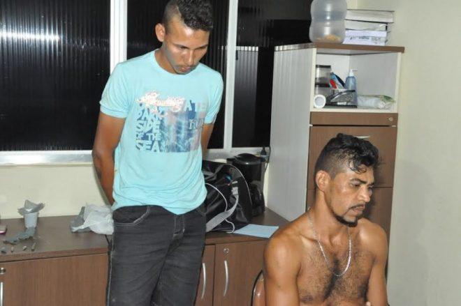 A polícia prtendeu dois suspeitos; atirador conseguiu fugir/Fotos: ContilNet