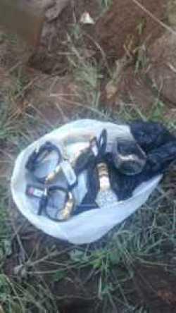 Alguns relógios estavam enterrados no quintal de um dos acusados.