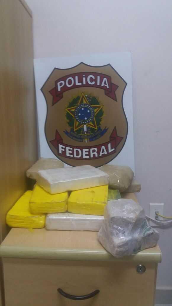 A droga apreendida pelos agentes da PRF foram entregues na delegacia da PF na cidade de Epitaciolândia.