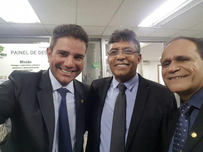 Com o Senador Gladson Cameli (e), os deputados Antonio Pedro e Moisés Diniz.