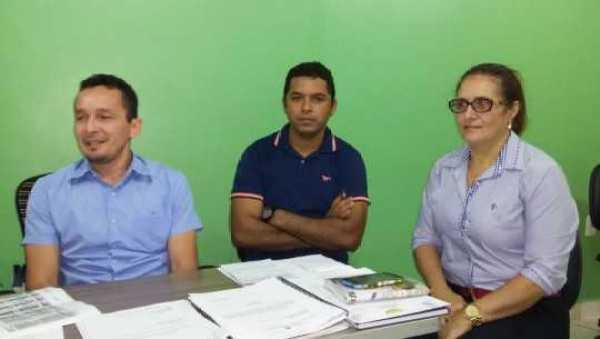 O presidente Adaílton Cruz com Francinete Barros e membros da diretoria do Sintesac