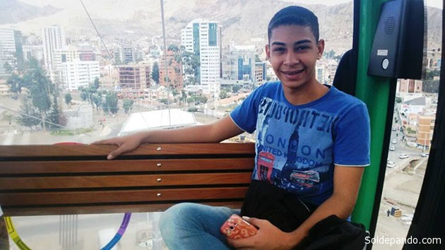 Mikael Albuquerque no teleférico de La Paz, em janeiro de 2016. Este jovem de Rio Branco seria o encarregado de conduzir as mulheres que começavam em Cobija e terminava em Arica. | Foto Policía Federal