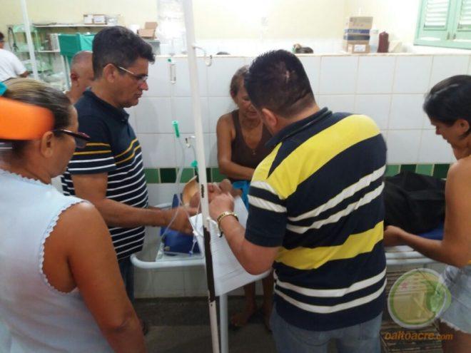 Seu José no hospital com familiares e recebendo atendimento, foi transferido para a Capital.
