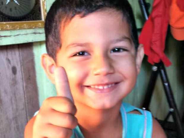 João Vitor Barbosa, de quatro anos, morreu após poste de energia cair em cima dele (Foto: Arquivo da família)