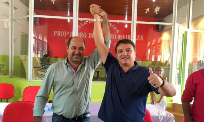 Marcio Bittar com o prefeito eleito de Plácido de Castro, Gedeon, percorreu 95% dos municípios em busca de unidade entre os partidos da oposição/Foto: Wania Pinheiro/ContilNet