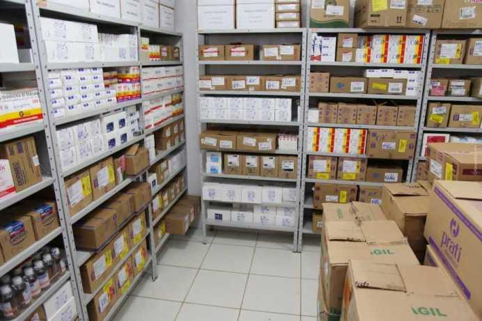 farmacia_popular_by_Alexandre_Lima__031_