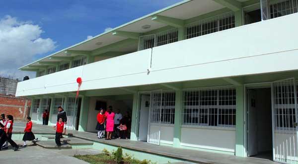 Entrega Villacaña infraestructura educativapor 5 millones de pesos en agencia de Dolores
