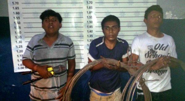 Detienen a tres sujetos robando cables de la CFE en Salina Cruz
