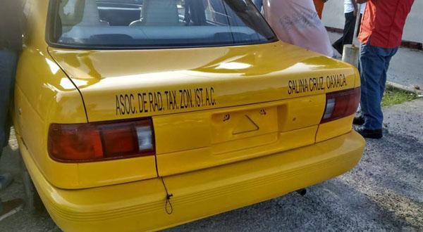 Detienen taxi ilegal que prestaba servicio sin papeles