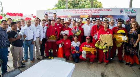 Reconoce Rodolfo León Aragón labor de bomberos