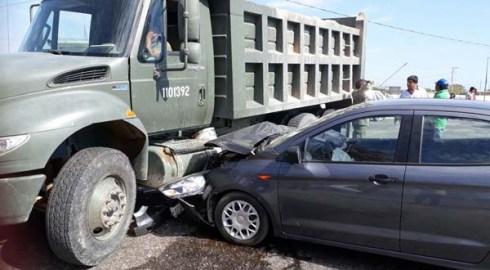 Militar provoca percance automovilistico
