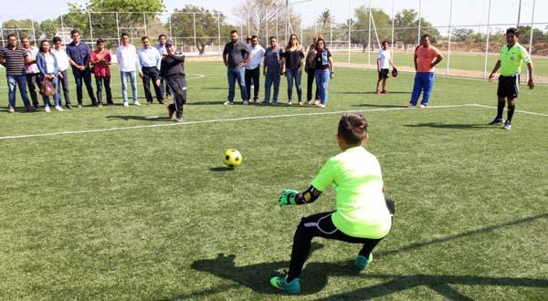 Inaugura Rodolfo León Aragón torneo infantil de fútbol