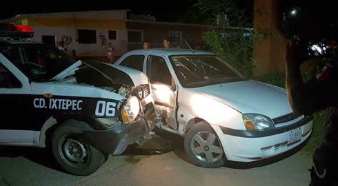 Imprudentes policías provocan accidente