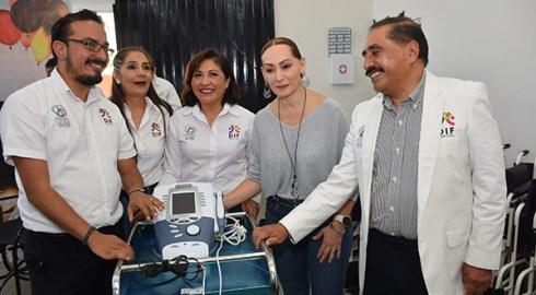 Entrega DIF Municipal aparatos funcionales y auditivos a personas con discapacidad