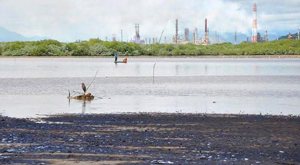 Se incrementa la contaminación en Salina Cruz