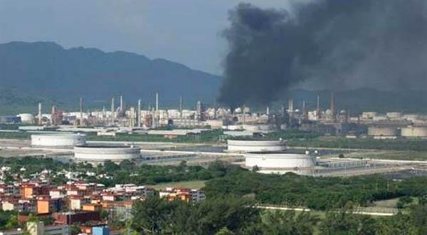 Falla en caldera en la refinería genera columna de humo