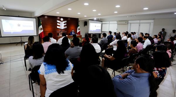 """Realizan conferencia """"Perspectivas de la Democracia en América Latina"""""""
