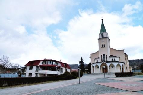 Farská budova s kostolom Sv. Jozefa - Robotníka