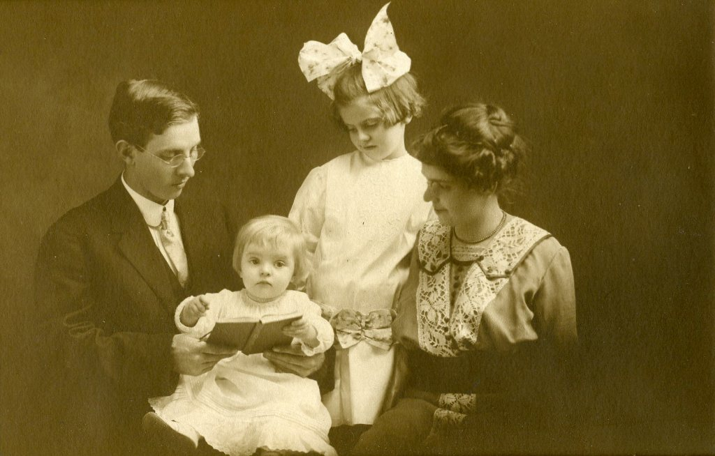 William Mallory with his wife, Mary, daughter, Stella Irene, and son, Robert (from the Oberlin Heritage Center collection)