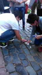 Jimmy und Fr. Moser beim Putzen