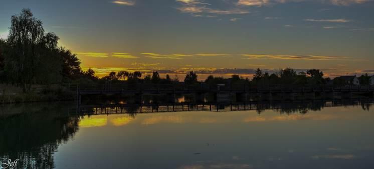 Coucher de soleil sur Saint Sylvain d'Anjou (Maine et Loire)12