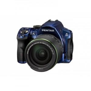 Réflex PENTAX K30 équipé du 18-135mm. Crédit photo : PENTAX