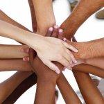 Main dans la main solidaire