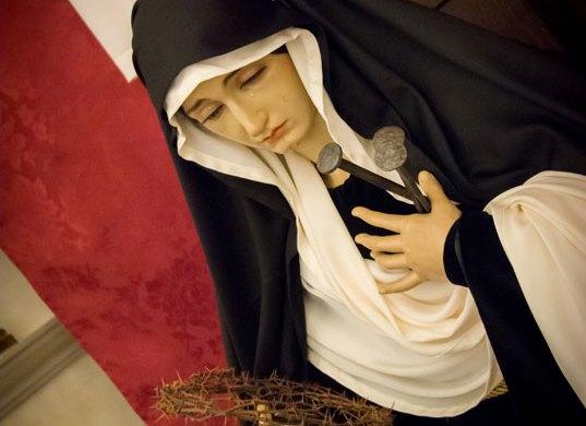 Sábado Santo: Esperanza ataviada de luto