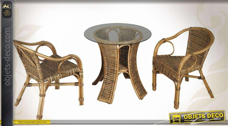 salon de terrasse avec 1 table et 2 fauteuils en moelle de rotin