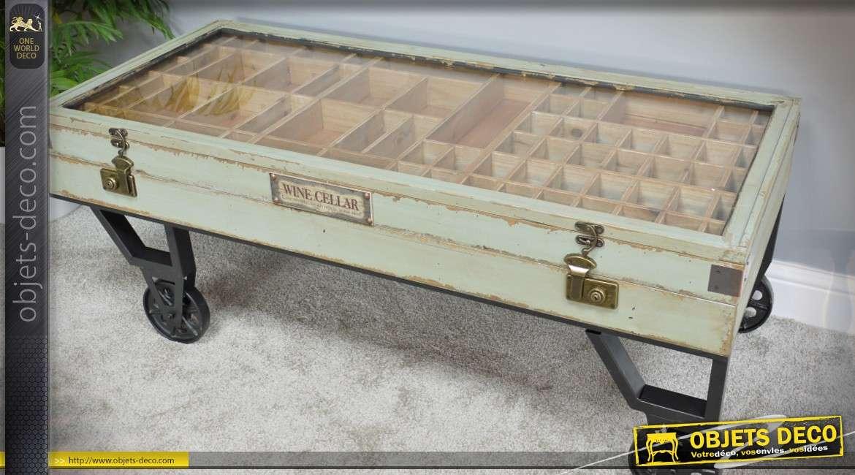 table basse vitrine ancienne sur roues facon wagonnet indus et retro bois et metal