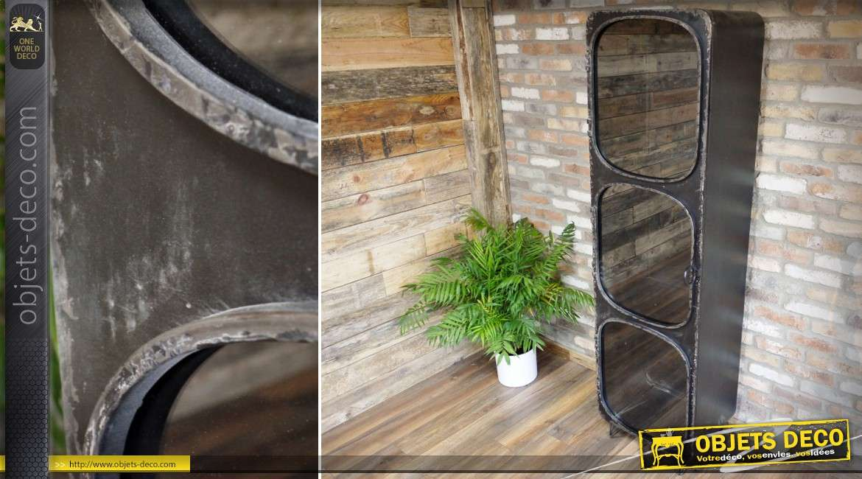 vitrine colonne industrielle et retro en metal noir avec trois niveaux 198 cm