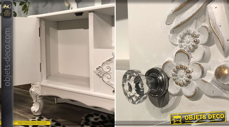 meuble tele en bois de sapin esprit baroques avec ornements floraux et pieds effet pates de lion finition blanc dore 138cm
