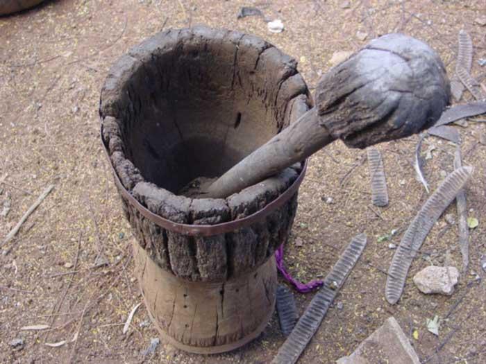 Pilão usado para quebrar milho e fazer fubá, bem como descascar arroz e outras atividades em comunidades carentes.