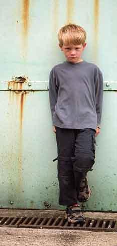 Médicos criticados pela forma de tratar TDAH e depressão de crianças (Foto Daily Mail: http://i.dailymail.co.uk/i/pix/2009/10/30/article-0-00997F2900000259-387_233x489.jpg)