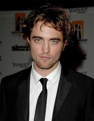 Revista escolhe Robert Pattinson como o homem mais bem vestido de 2009. Será?