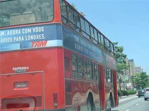 Autorização para viagens de crianças e jovens está sujeita a critérios diferenciados (Foto: galeria de guineves - http://www.flickr.com/photos/guineves/344743970/)