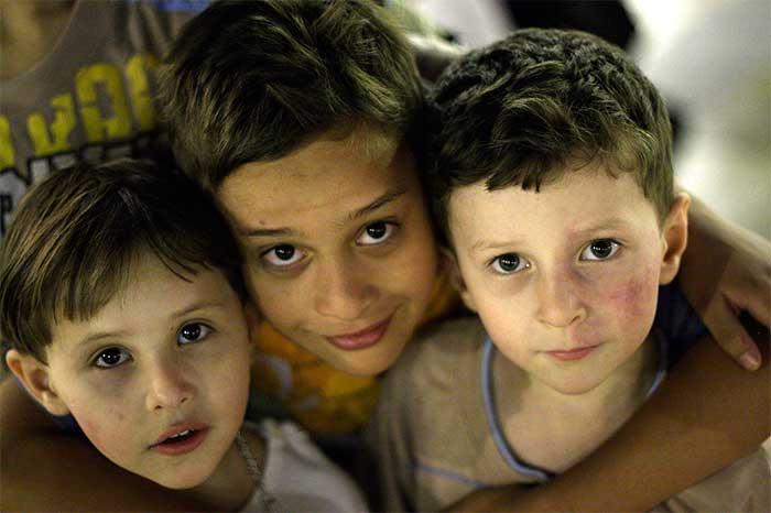 Crianças em abrigo. Foto: Wikipédia